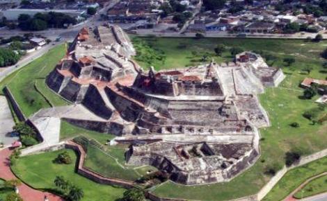 El Castillo de San Felipe fue el último bastión de los españoles durante el asedio de Cartagena de Indias y el símbolo de la defensa del Caribe español contra la ofensiva inglesa (imagen procedente de http://sitiosturisticosdecartagenadeind.blogspot.com )
