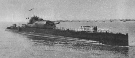 Submarino francés SURCOUF. El hangar estaba en la parte trasera de la vela