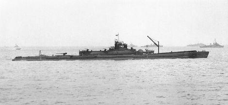 Submarino japonés I-400. Con 6000tm de desplazamiento el más grande del mundo hasta os años 60. Su hangar podía acoger hasta tres Aichi Seiran