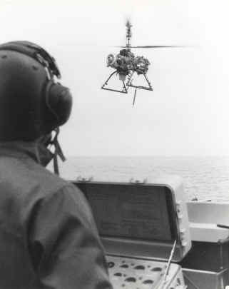 QH-50D_flying_with_Controller_in_foreground