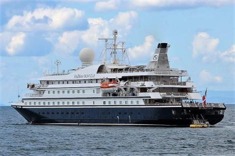 Cruiser SeaDreams II Puerto Banús (2)