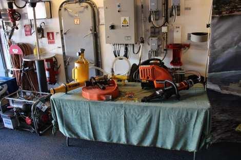 control de daños fragata noruega hnoms helge ingstad (f-313) (12)