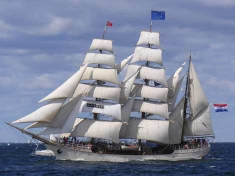 Buque Escuela Faro Europa Foro Naval (1)