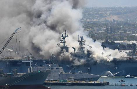 Fuego USS Bonhomme Richard LHD6 Foro Naval (10)