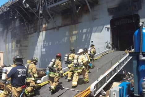 Fuego USS Bonhomme Richard LHD6 Foro Naval (2)