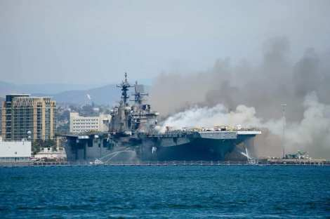 Fuego USS Bonhomme Richard LHD6 Foro Naval (6)