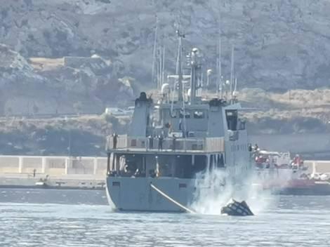 Naufragio empujadora Tren Naval Arsenal Cartagena Armada Española (1)
