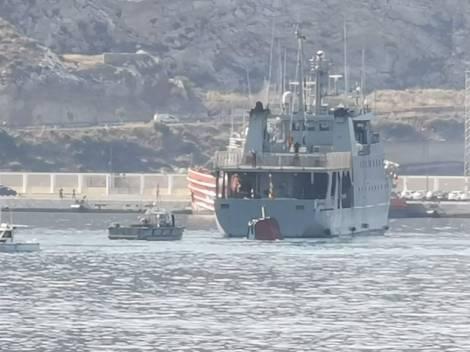 Naufragio empujadora Tren Naval Arsenal Cartagena Armada Española (4)